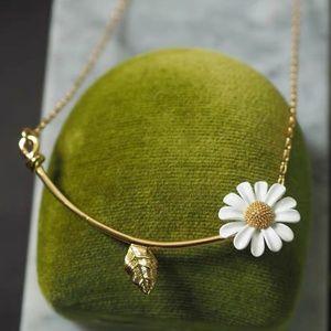 Kate Spade necklace daisy flower necklace